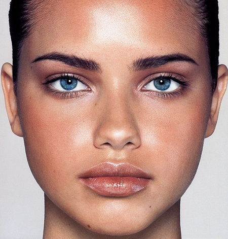 Adriana Lima Close-Up Pictures